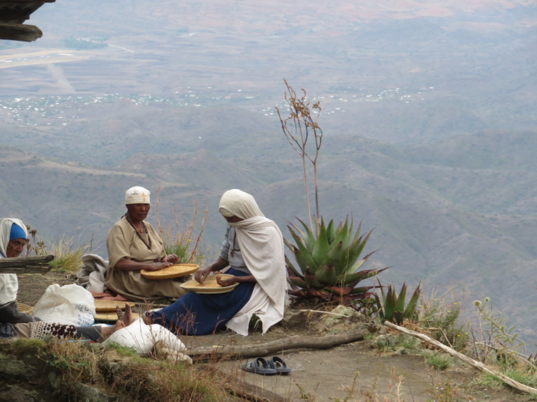 Ethiopia Lalileba Area, Around Lalileba, Ashetan Maryam, pilgrims, Walkopedia