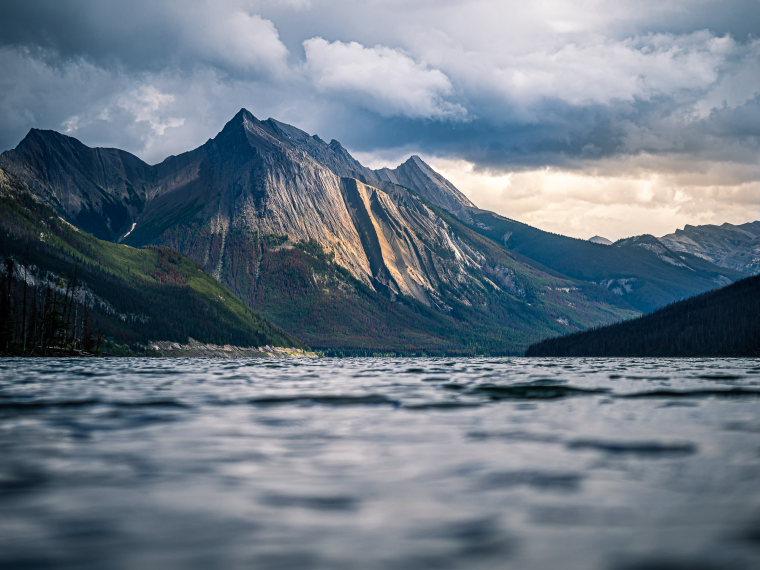 Beaver Lake to Jacques Lake: Helmet Mountain from Medicine Lake - © Flickr user Giuseppe Milo