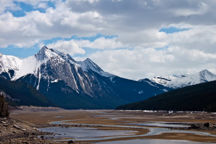 Canada Alberta: Jasper NP, Beaver Lake to Jacques Lake, Medicine Lake... not quite a lake until the snowmelt fills it in June and July, Walkopedia