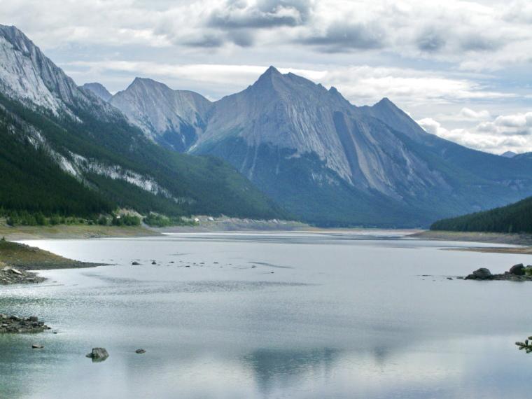 Canada Alberta: Jasper NP, Beaver Lake to Jacques Lake, Medicine Lake, Walkopedia