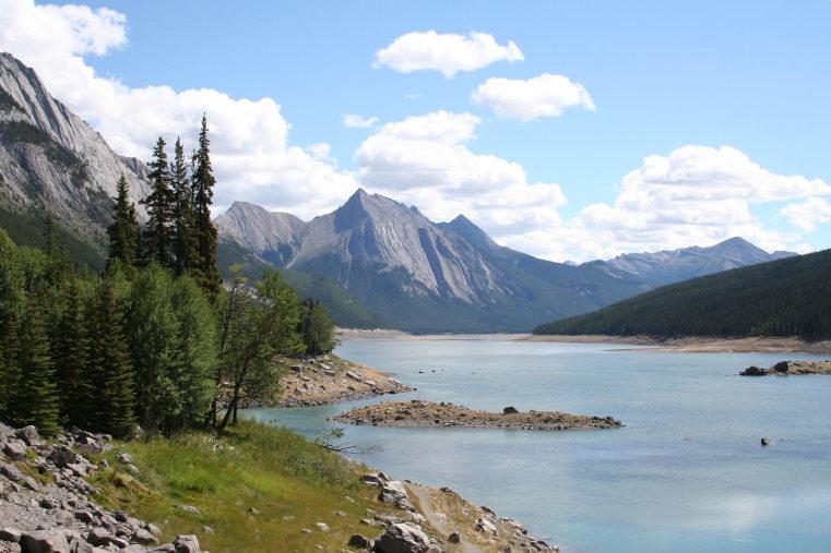 Beaver Lake to Jacques Lake: The medicine lake - ©  Flickr user Sergei Alfliquer