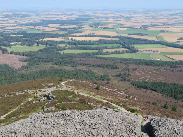 United Kingdom Scotland Aberdeenshire, Bennachie, Fort gateway, Mither Tap, Walkopedia