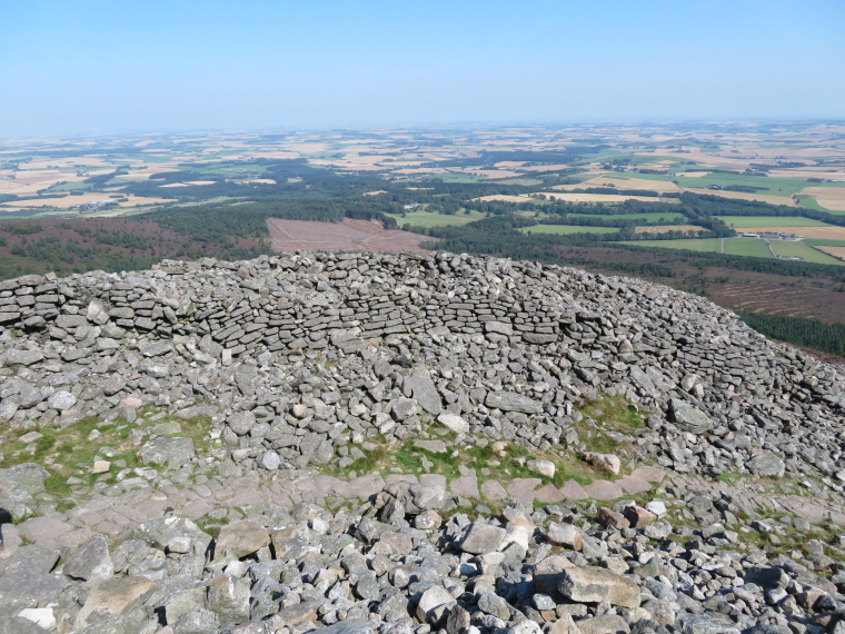 United Kingdom Scotland Aberdeenshire, Bennachie, Fort wall, Mither Tap, Walkopedia