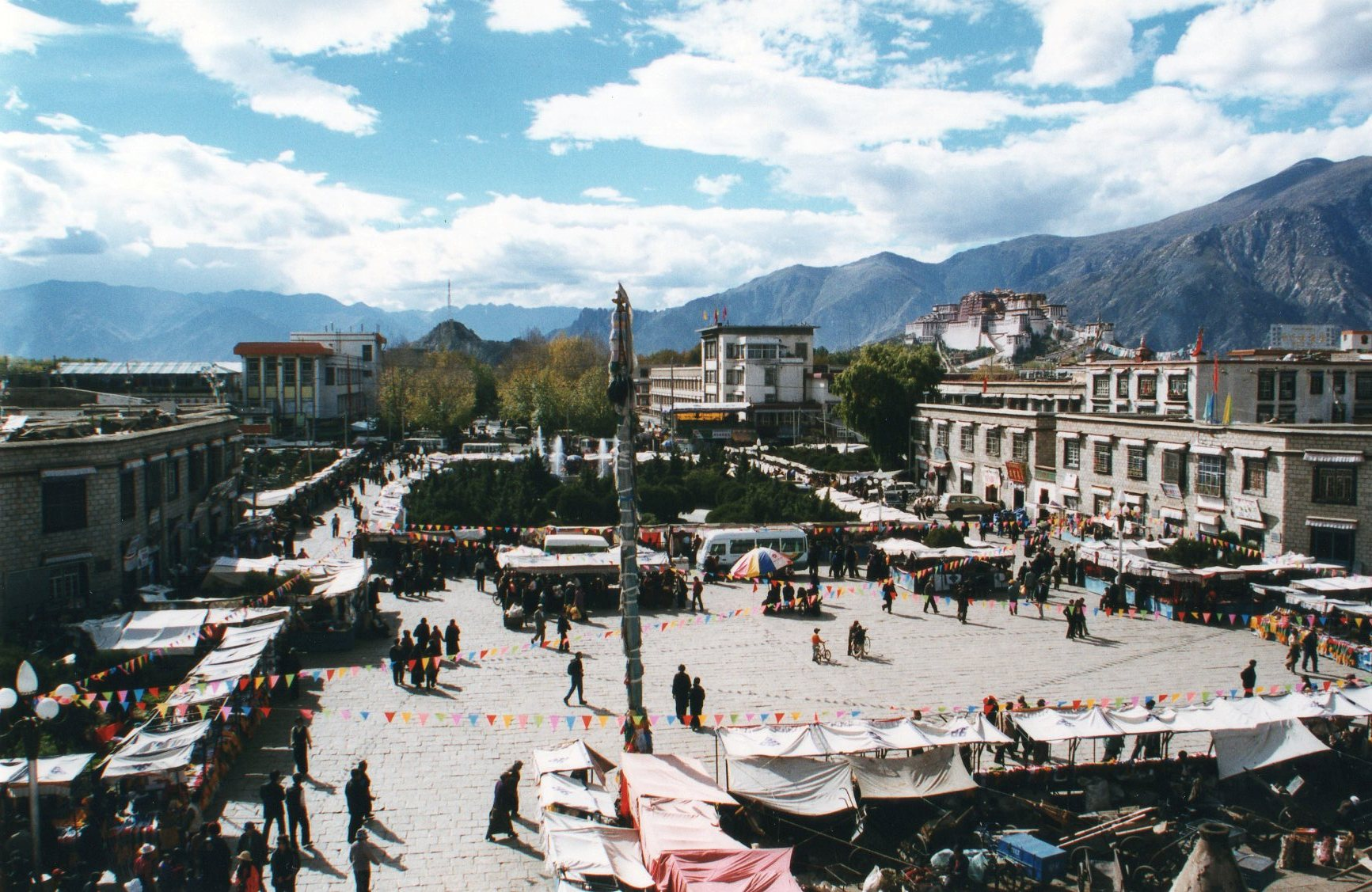 China Tibet, Barkhor Kora, Lhasa, Barkhor Square, 1999, Walkopedia