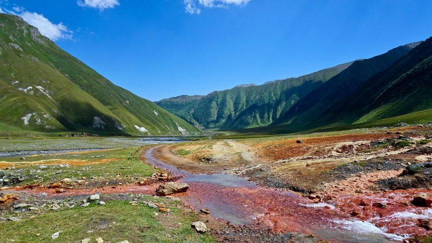 Truso Valley, Keli Plateau:  Passing mineral springs  - © Flickr user Shalika Malintha