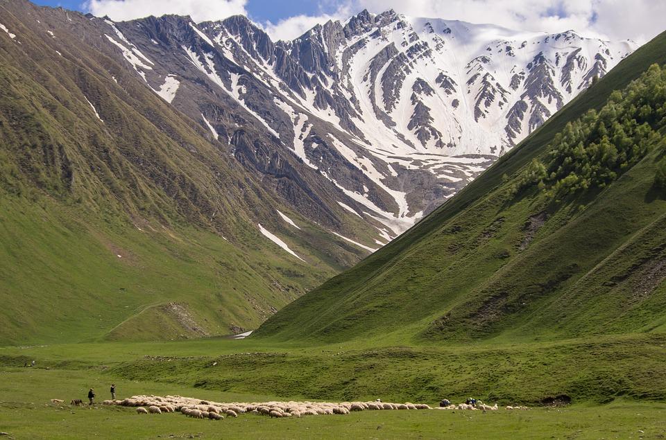 Khevi, Kazbegi and the Military Highway : Truso Valley - © EricPhotography Pixabay