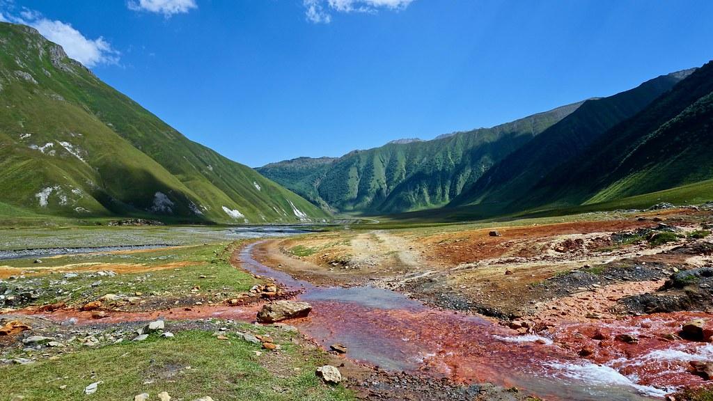 Khevi, Kazbegi and the Military Highway : Truso valley, passing mineral springs - © Shalika Malintha Flickr