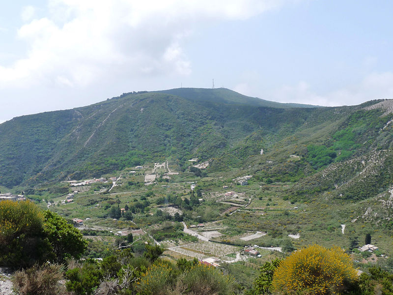 "Lipari Monte Sant""Angelo  - © wikimedia user Ji-Elle"
