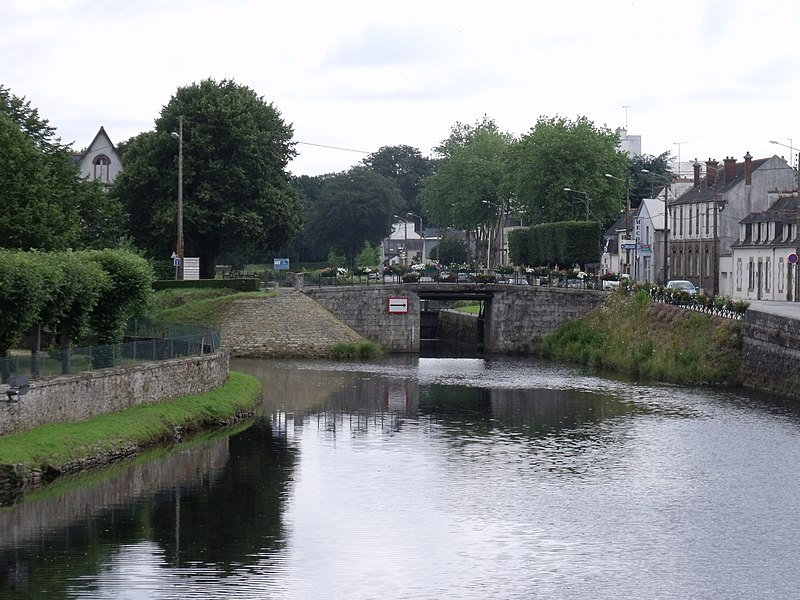 France Brittany, Brest-Nantes Canal, Pontivy canal, Walkopedia