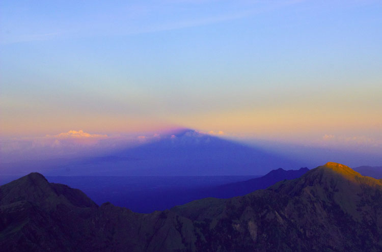 Sunrise on Rinjani - ? From Flickr user LiTTle-FooT