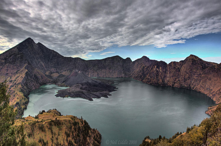 Mount Rinjani: View From Pelawangan - ? From Flickr user NeilsPhotography