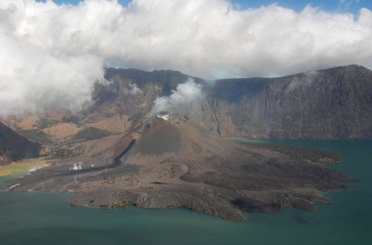 Mount Rinjani: The Rinjani Crater - ? From Flickr user Habi