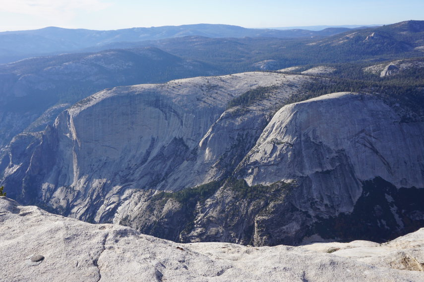 USA California Yosemite, Sunrise Lakes and Clouds Rest , Overlooking the national park from Clouds Rest, Walkopedia