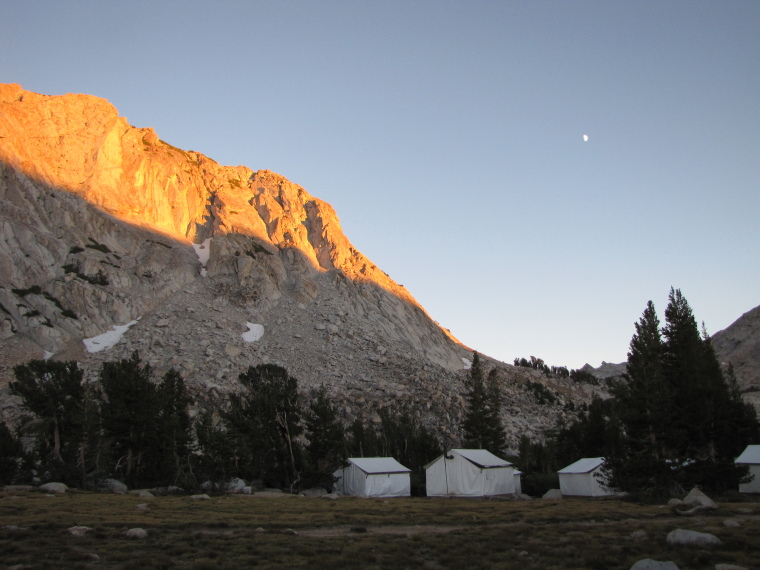 USA California Yosemite, Tuolunme Meadows Area , Alpenglow, Vogelsang High Sierra Camp, Walkopedia