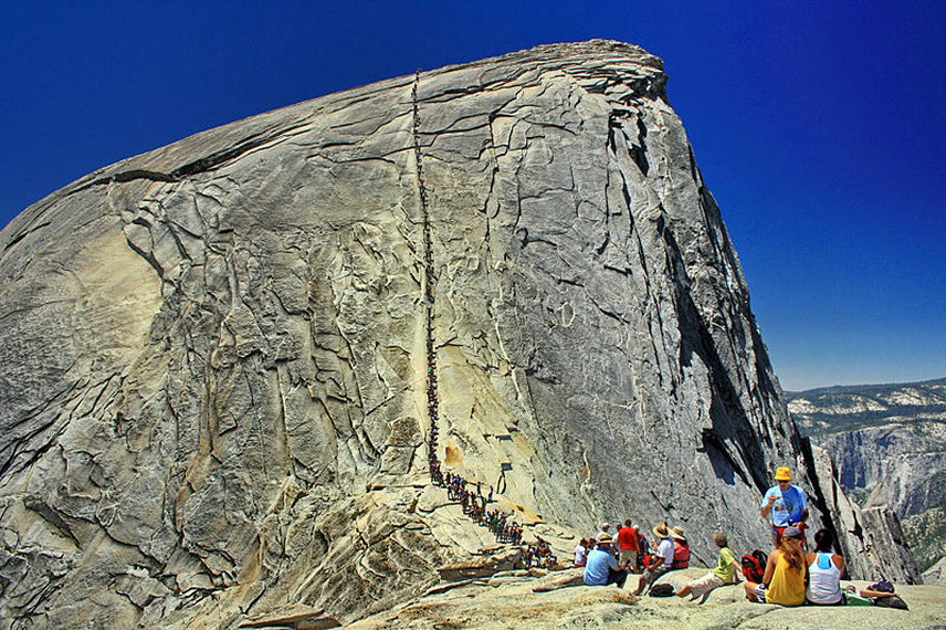 Half Dome: © Wikicommons user HylgeriaK