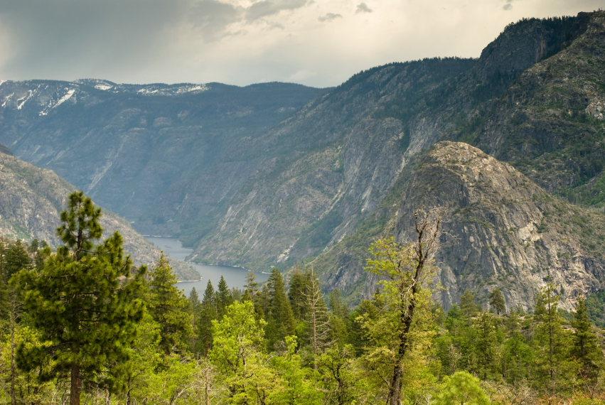 USA California Yosemite, Hetch Hetchy Area, Growning Thunderstorm , Walkopedia