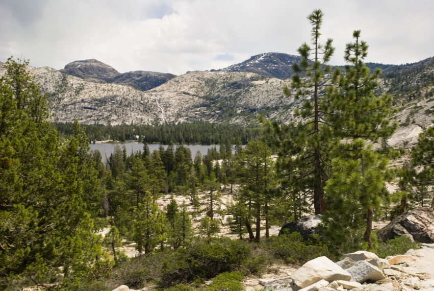 USA California Yosemite, Hetch Hetchy Area, distant Lake Vernon , Walkopedia