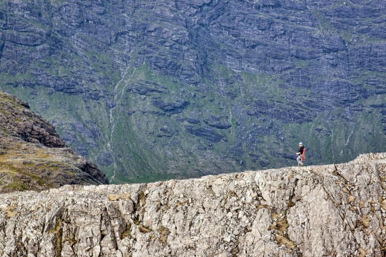 United Kingdom Scotland Isles Skye, Coire Lagan and Sgurr Alasdair, From summit of Sgurr Alasdair, Walkopedia