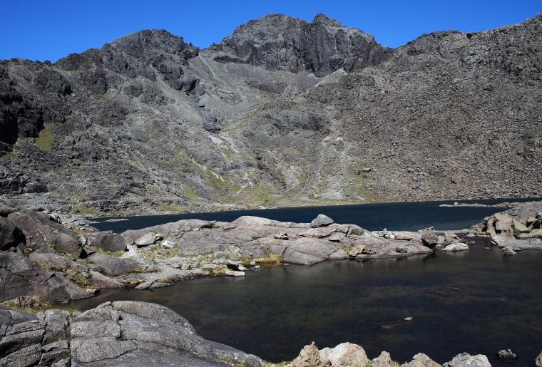 United Kingdom Scotland Isles Skye, Coire Lagan and Sgurr Alasdair, Sgurr Alasdair above Loch Coir a' Ghrunnda, Walkopedia