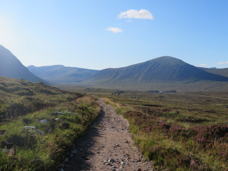 United Kingdom Scotland SW Highlands, Bridge of Orchy to Kingshouse, Rannoch Moor, Upper end of Glen Coe from WHW, Walkopedia