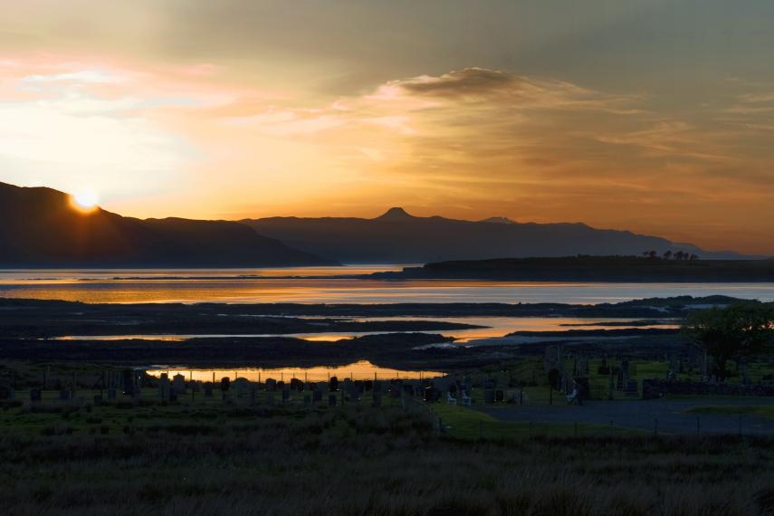 United Kingdom Scotland Isles Skye, Raasay, Dun Caan on the Isle of Raasay from Skye, Walkopedia