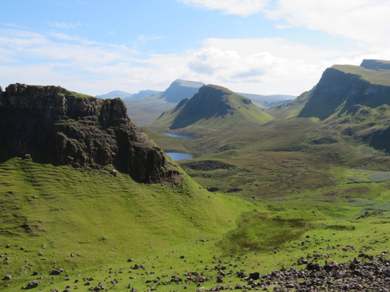 United Kingdom Scotland Isles Skye, Skye Trail, Looking south from Quiraing, Walkopedia