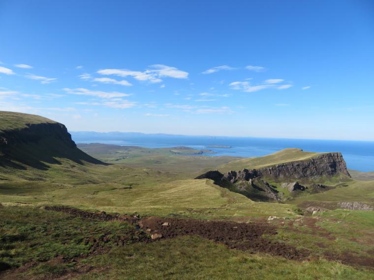 United Kingdom Scotland Isles Skye, Skye Trail, North to Rubha Hunish from Quiraing, Walkopedia