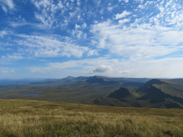 United Kingdom Scotland Isles Skye, Skye Trail, South along the glorious escarpment from above Quiraing, Walkopedia