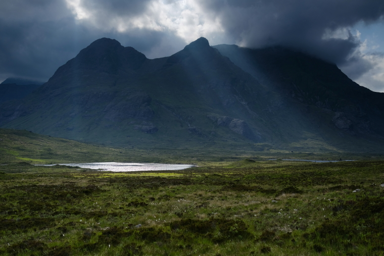 United Kingdom Scotland Isles Skye, Glen Sligachan, Lochan Dubha and Black Cuillin ridge from Glen Sligachan, Walkopedia
