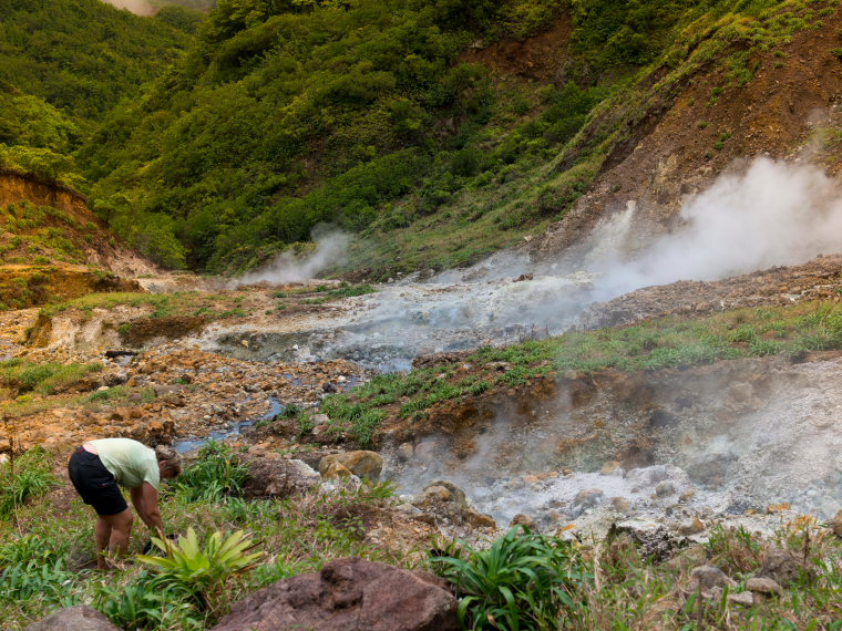 Dominica Carribean, Valley of Desolation, Boiling Lake, Valley of Desolation, trekking to Boiling lake, Walkopedia