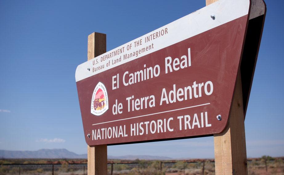 Mexico, Camino Real de Tierra Adentro, The Yost Escarpment Trailhead sign, Walkopedia