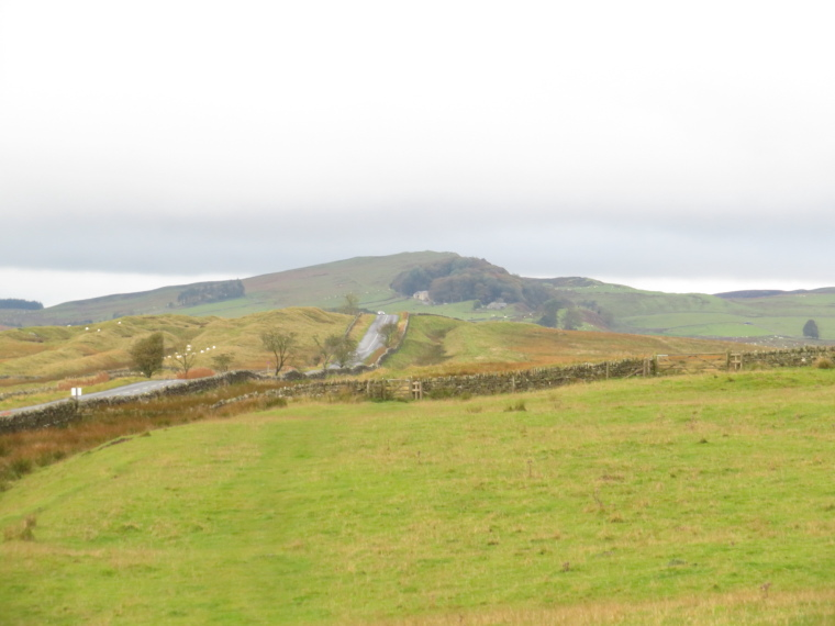 United Kingdom England Hadrian's Wall, Sewingshields to Cawfields, Looking west towards Sewingshields, Walkopedia