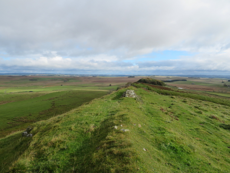 United Kingdom England Hadrian's Wall, Sewingshields to Cawfields,  Looking east from Sewingshields, Walkopedia