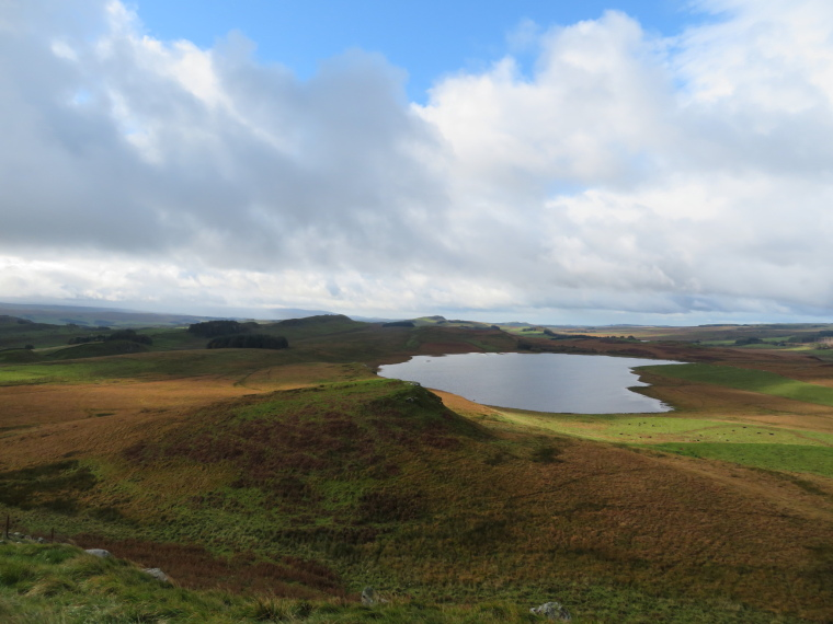 United Kingdom England Hadrian's Wall, Sewingshields to Cawfields, Classic view west from Sewingshields, Walkopedia
