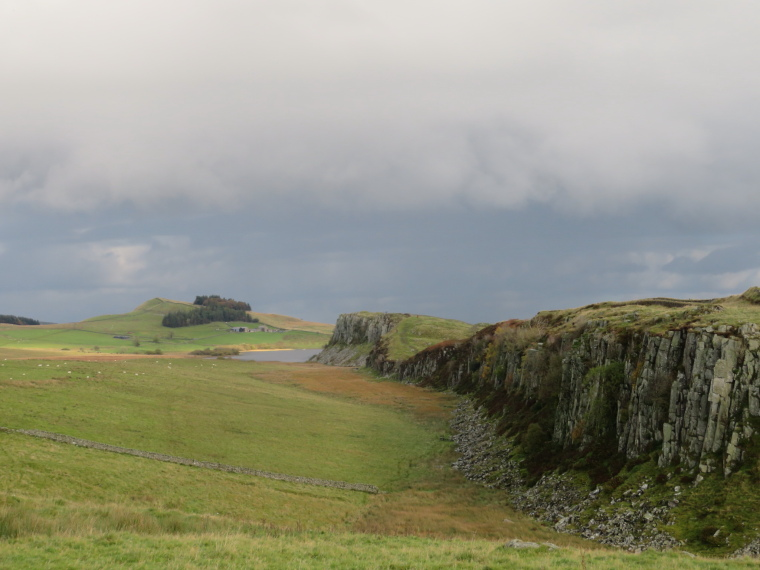 United Kingdom England Hadrian's Wall, Sewingshields to Cawfields, East from Steel Rigg, Walkopedia