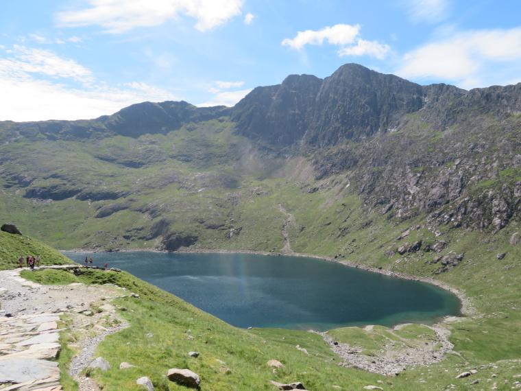 United Kingdom Wales Snowdonia, Y Lliwedd, Miners Track, LLyn LLydaw and jagged LLiwedd, Walkopedia