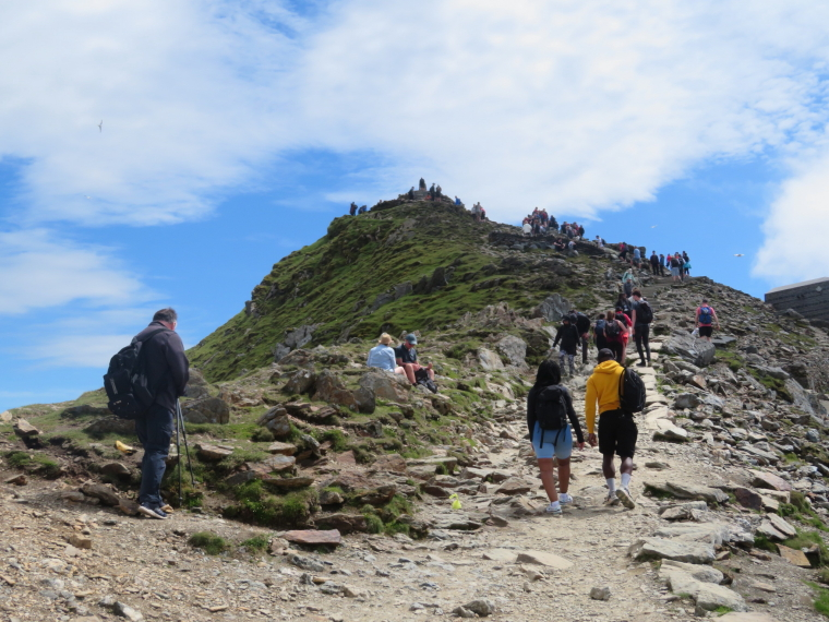 United Kingdom Wales Snowdonia, Miners, Pyg Tracks , Summit, not even high season, Walkopedia