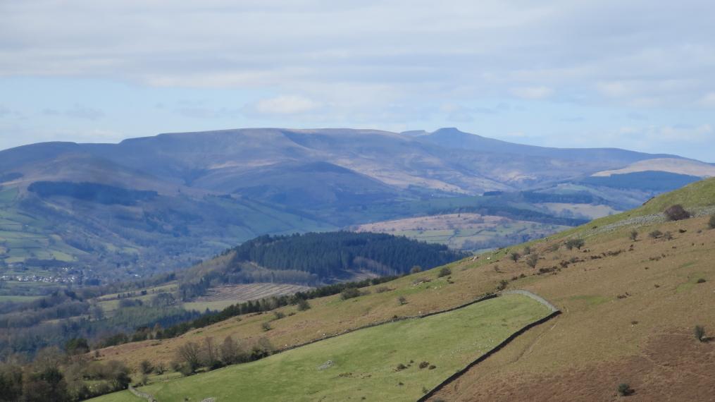 United Kingdom Wales Black Mountains, Crug Hywel, Distant Beacons, Walkopedia