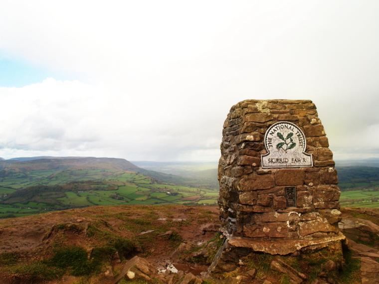 United Kingdom Wales Black Mountains, Skirrid Fawr, Skirrid Fawr cairn, Walkopedia