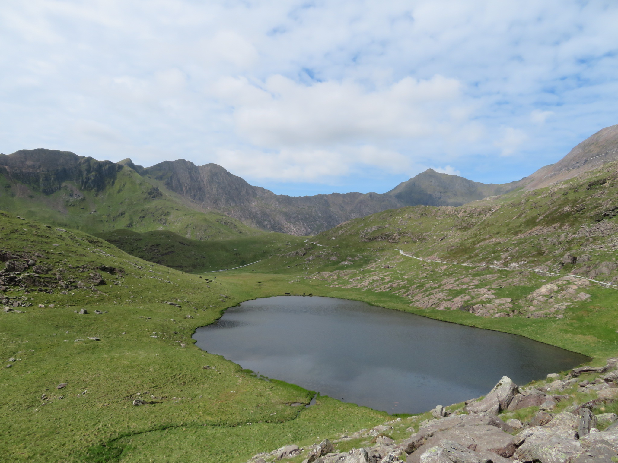 United Kingdom Wales Snowdonia, Snowdon Horseshoe, Miners Track, rounding bend for first view to massif, Walkopedia