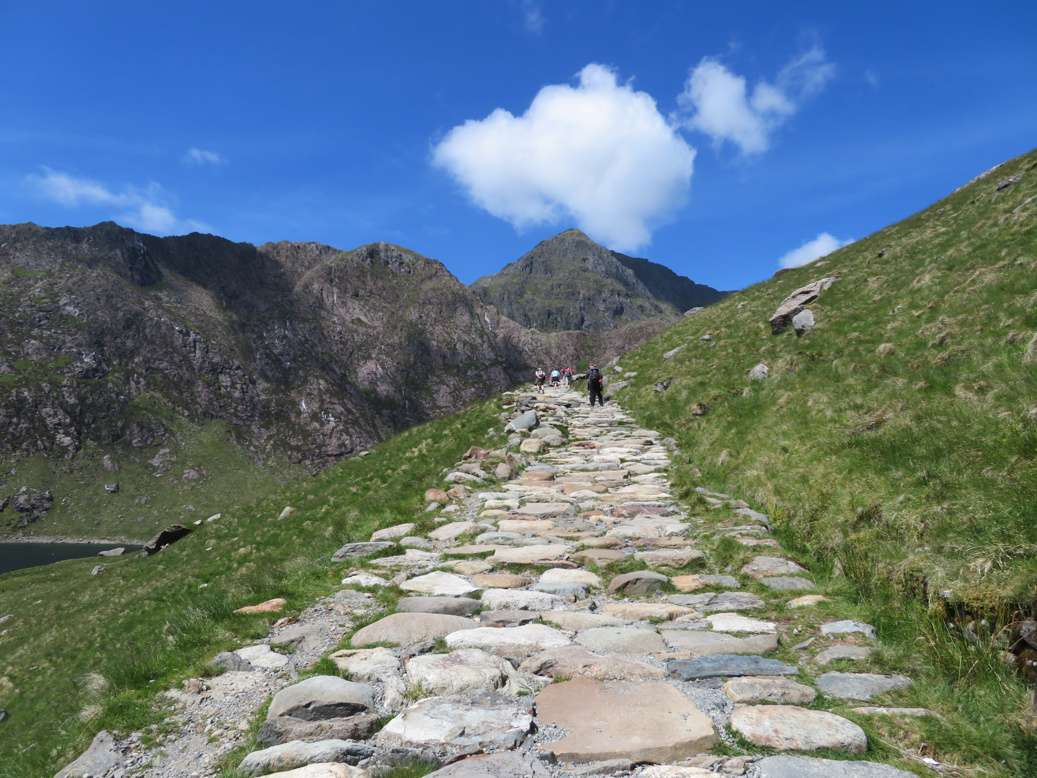 United Kingdom Wales Snowdonia, Snowdon Horseshoe, Miners Track, above LLyn LLydaw, Walkopedia