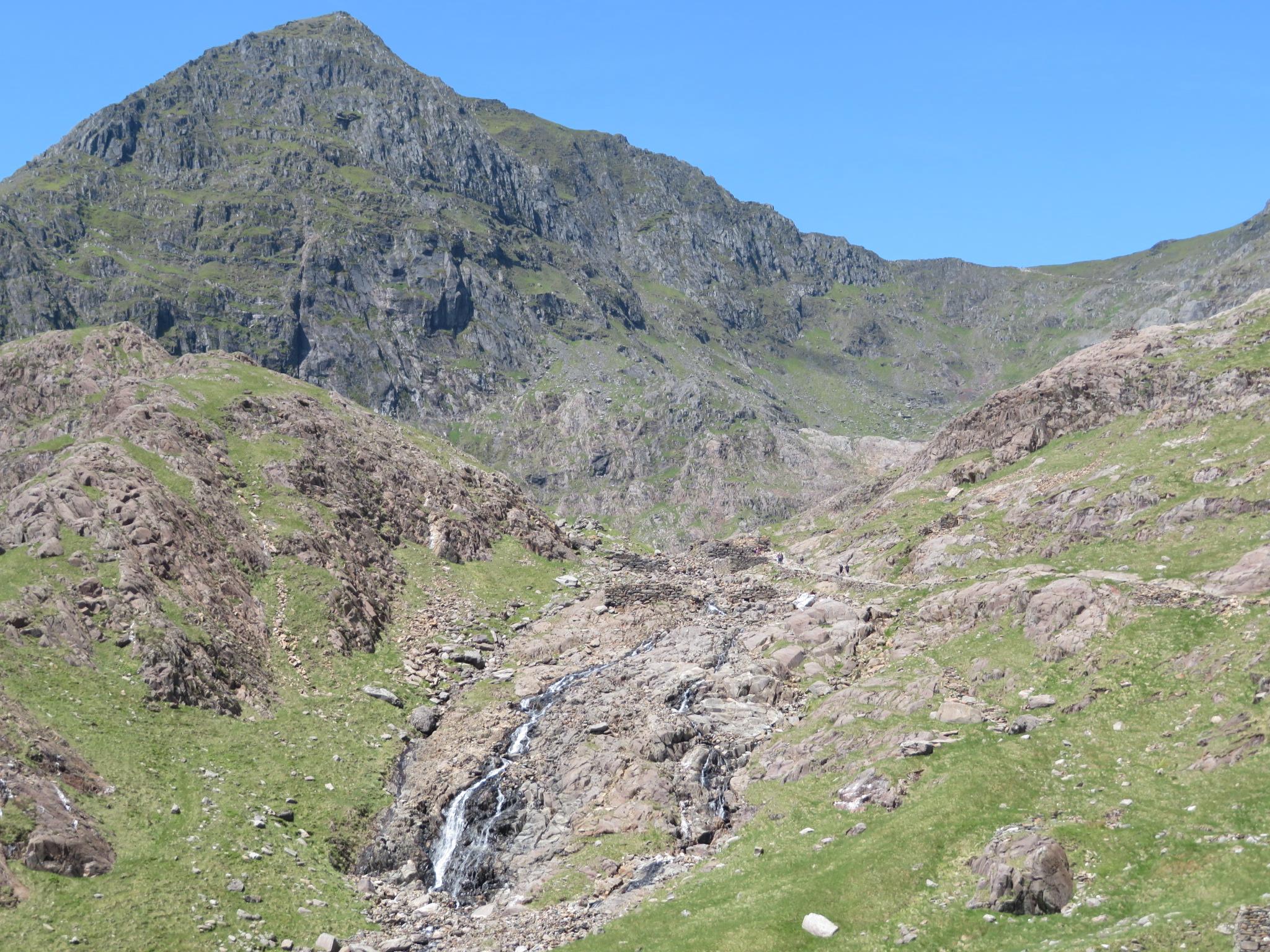 United Kingdom Wales Snowdonia, Snowdon Horseshoe, Snowdon shoulder with Miners and Pyg reaching it, Walkopedia