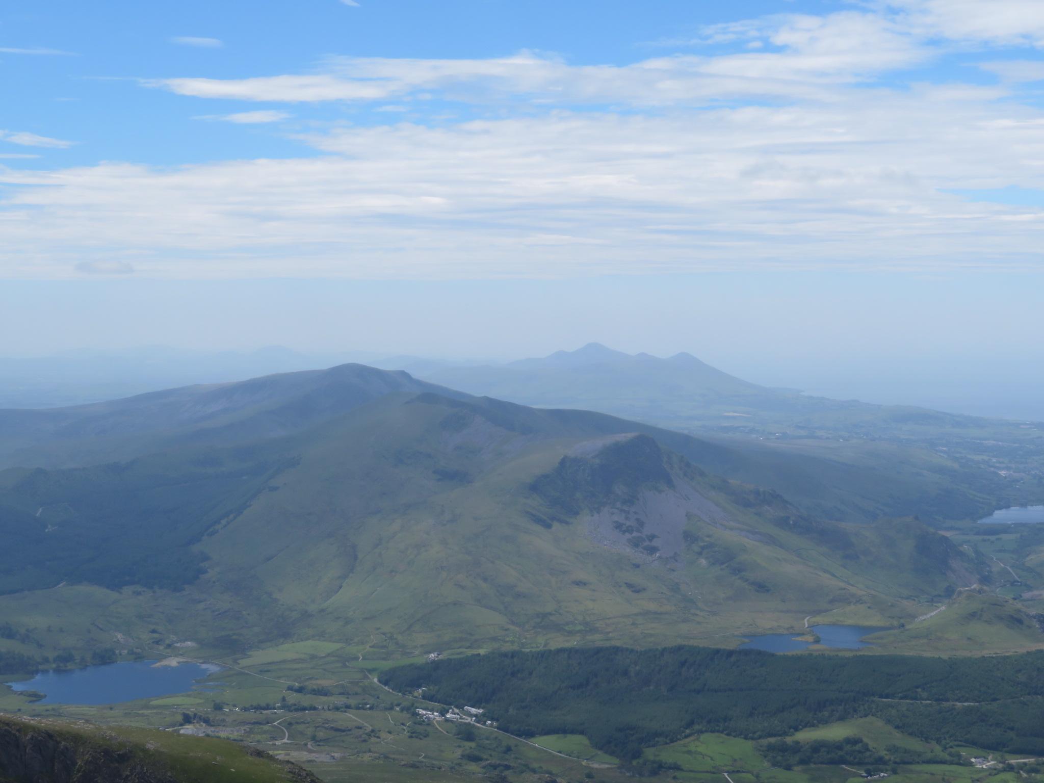 United Kingdom Wales Snowdonia, Snowdon Horseshoe, Nantille Ridge, west from Snowdon, Walkopedia