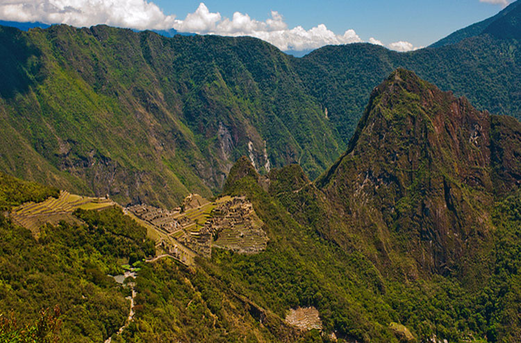 Machu Picchu - © From Flickr user GuillenPerez