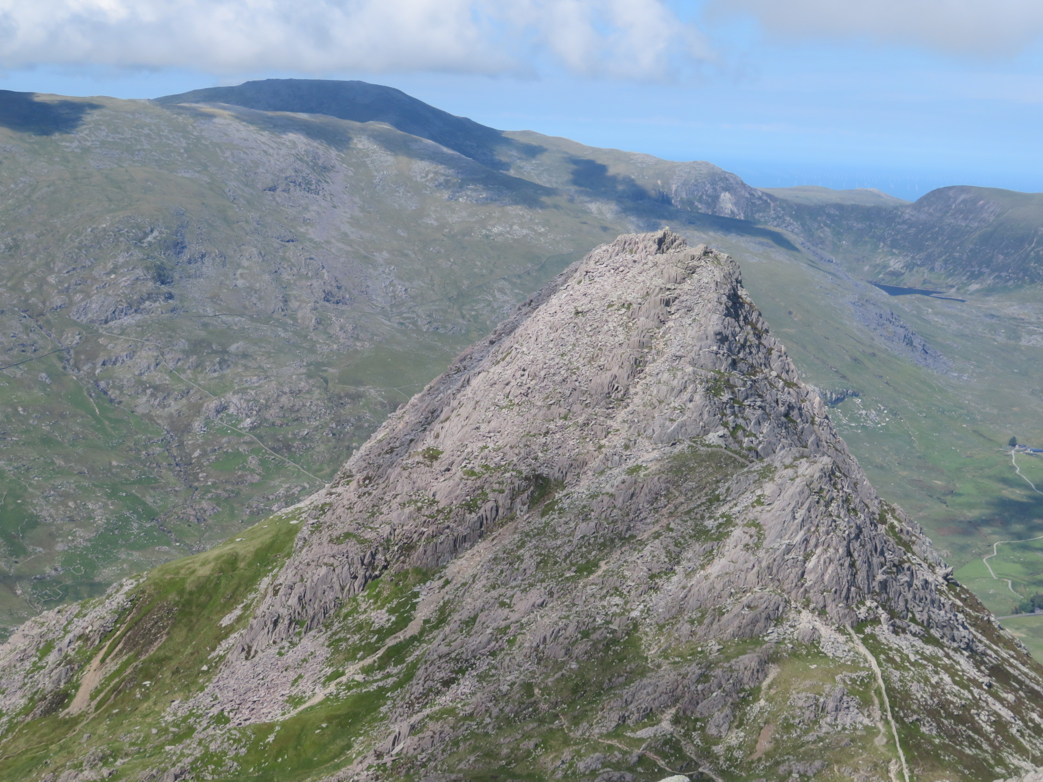 United Kingdom Wales Snowdonia, Glyderau from Pen-y-Pass, Tryfan from Glyder Fach, Walkopedia