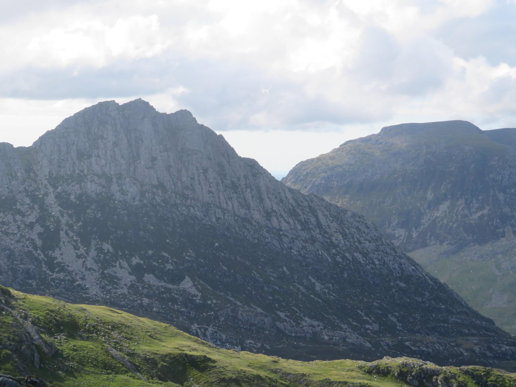 United Kingdom Wales Snowdonia, Glyderau from Pen-y-Pass, Tryfan from ... near Glyder Fach, Walkopedia