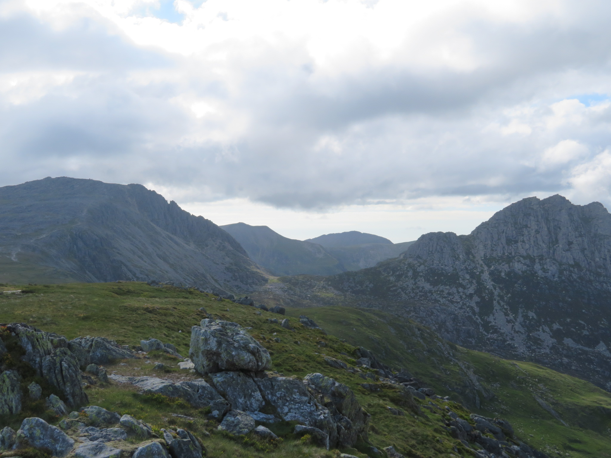 United Kingdom Wales Snowdonia, Glyderau from Pen-y-Pass, Path down Glyder Fach L, Tryfan R, from Y Foel Goch, Walkopedia