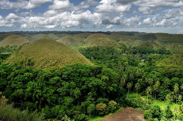 Chocolate Hills - © By Flickr user paw-con