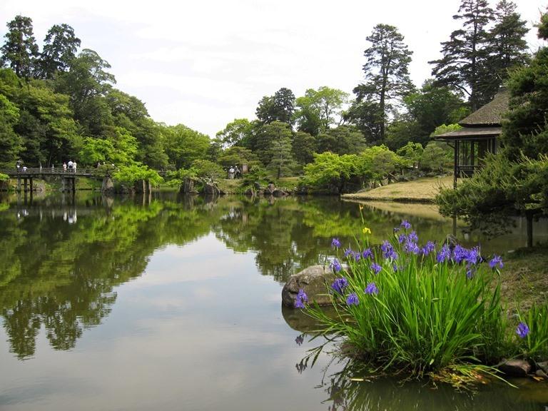 Hikone castle, Genkyuen Garden - © Walk Japan