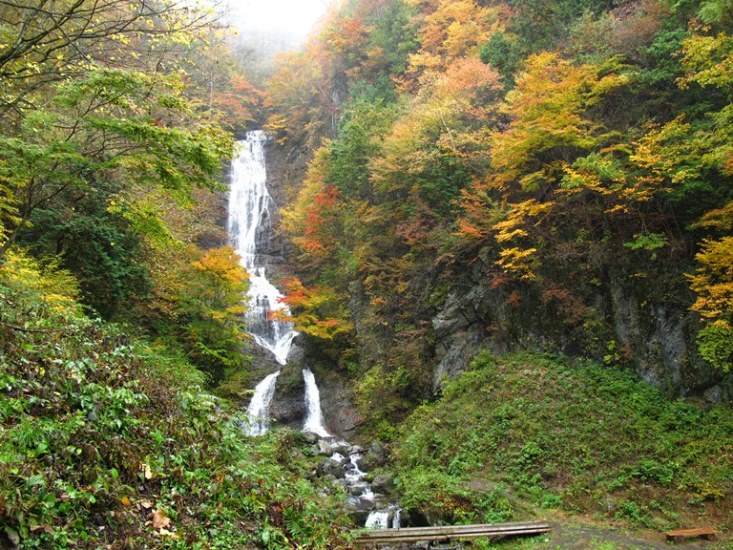 Nakasendo Way: Karasawa waterfall, Kaida - © Walk Japan
